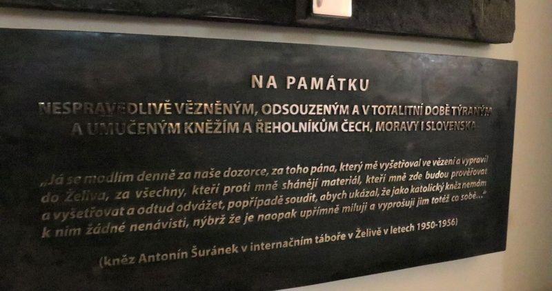 """Ke stříbrnému výročí kněžství dostal P. Šuránek """"darem"""" pětiletou internaci v Želivu"""