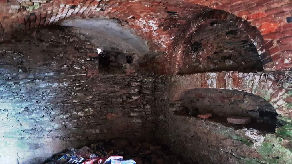 Vnitřek sklípku pod bývalým kostelem sv. Anny