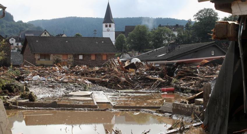 Modleme se za oběti ničivých povodní v Německu